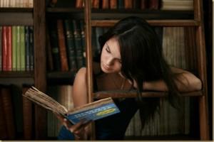 """И тя чете """"Пседонауката"""" и ревютата в Книголандия! :)"""